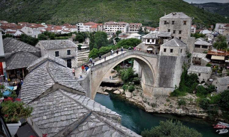 Za Dan državnosti BiH Stari most u bojama zastave BiH